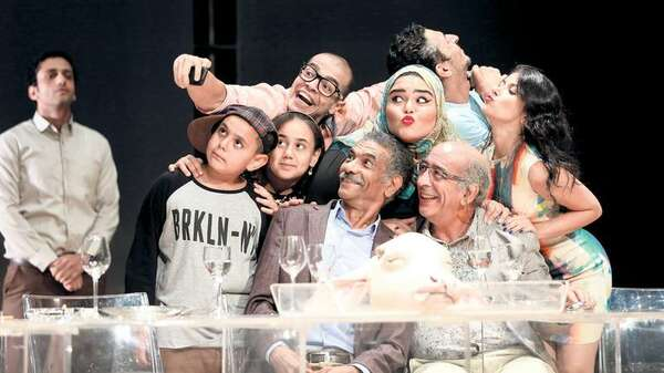 "Familien-Bande. Szene aus Ahmed El Attars Satire ""The Last Supper"". Foto: Mostafa Abdel Aty"