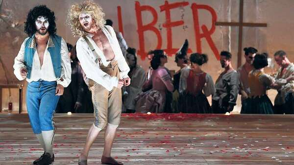Nahuel Di Pierro als Leporello (links) und Philippe Sly als Don Giovanni in Mozarts Oper. Foto: AFP