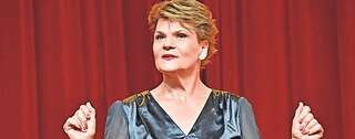 Gayle Tufts im Schiller Theater