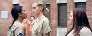 "Maria (Jessica Pimentel) und Piper (Taylor Schilling) geraten in den neuen Folgen von ""Orange is the New Black"" aneinander. Foto: JoJo/Whilden/Netflix"