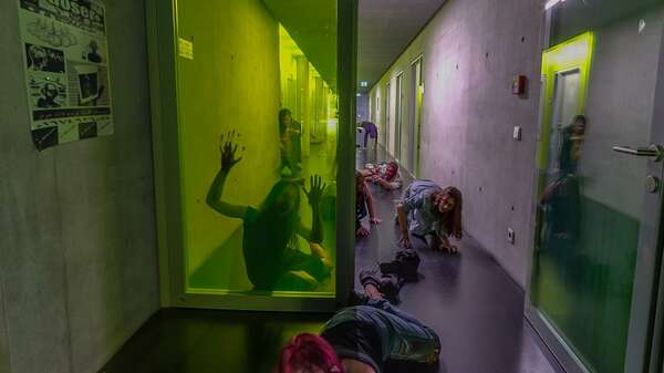 "Artworld-Zombies. Scene from the online exhibition ""Hope"", initiated by New Scenario. Green Corridor, Kareem Lotfy, 2017. Foto: Stefan Schrader"