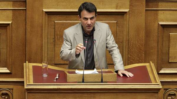 "Leftist ruling Syriza party lawmaker Costas Lapavitsas is opposed to a deal with the lenders. He and others who voted ""No"" shape an Anti-Bail-Out-Programme they want to present to the public soon. Foto: REUTERS"