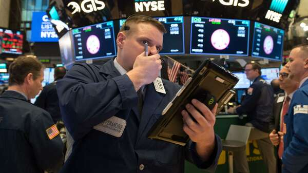 Ein Trader an der New York Stock Exchange am Montagabend, als der Dow Jones einbrach. Foto: AFP